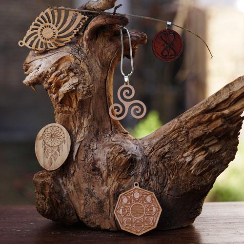 Holz-Schmuck aus recycltem Altholz